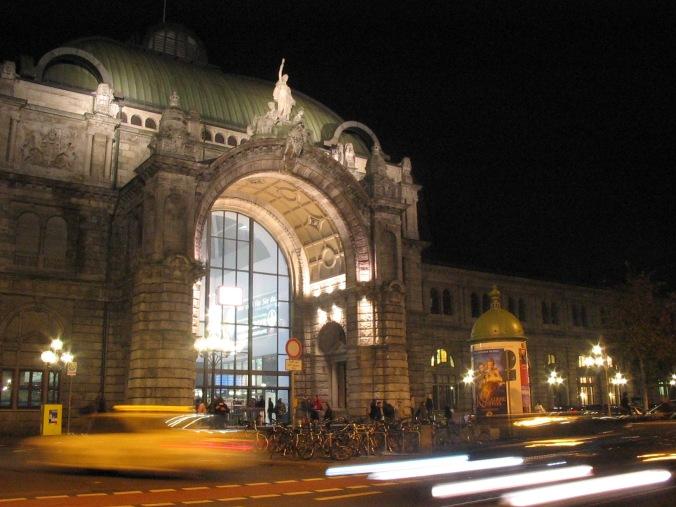 nurnberg_hauptbahnhof_bei_nacht